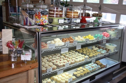 Cake & Islands dessert shoppe with charming custom cakes, heavenly macarons,  stunning sea glass candy, and tempting desserts.