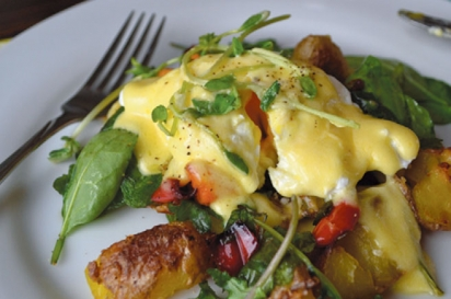 Potato hash on a bed of organic spinch topped with local egg and Hollandaise sauce at Parsonage Inn.