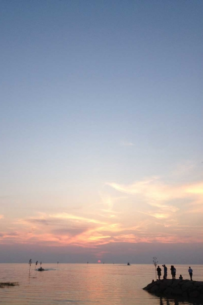 Hyannis' Rock Harbor at sunset