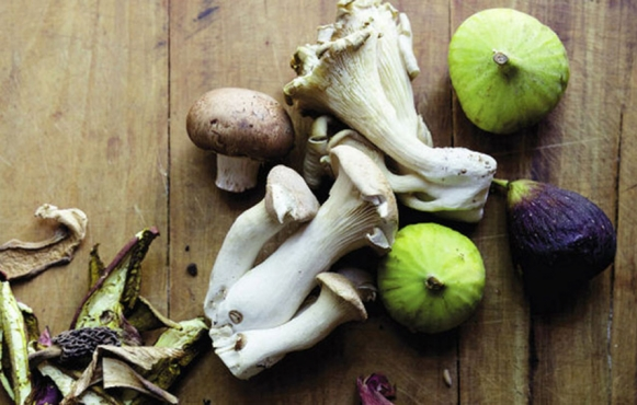 fall ingredients: mushrooms and figs